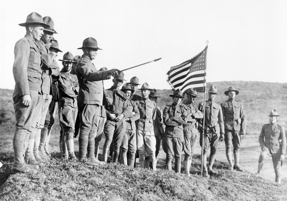 Group of World War I soldiers with flag